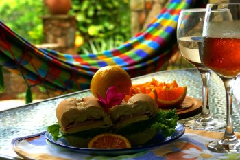 אוכל לאירועים: כריכים, חטיפים ובר משקאות חמים