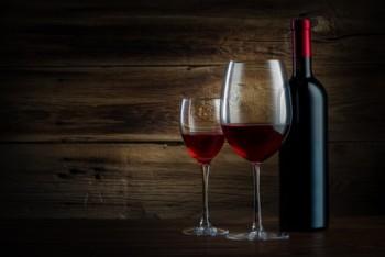 מיתוג בעזרת בקבוקי יין