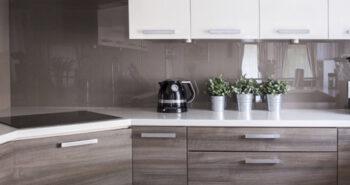 דלתות פנים ומטבחים לבית-  איזה צבע של דלת כדאי לקנות?